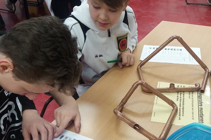 Schüler während der Gutenberg-Tage bei einem Test